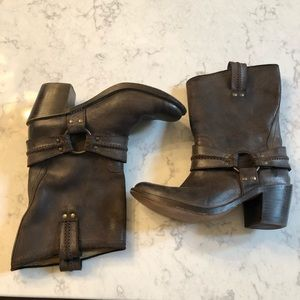 FRYE Harness Short Ankle Pull In Boots   8.5